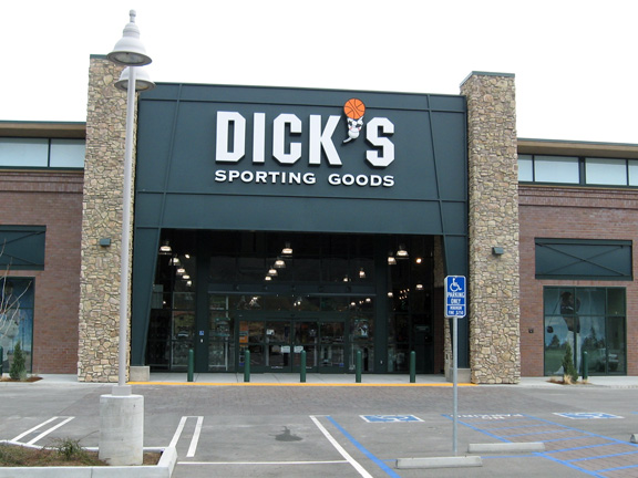 Store front of DICK'S Sporting Goods store in San Luis Obispo, CA