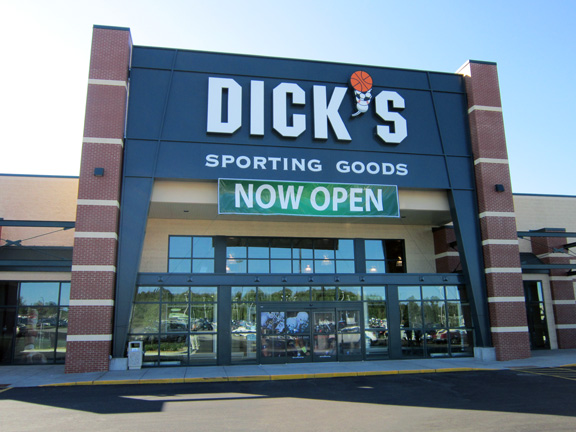 Store front of DICK'S Sporting Goods store in Duluth, MN
