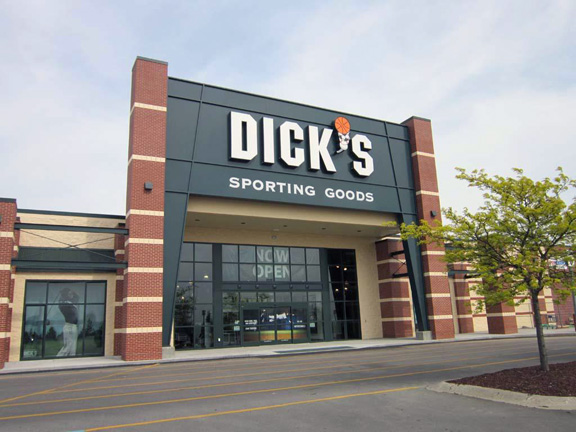 Store front of DICK'S Sporting Goods store in Mt. Pleasant, MI