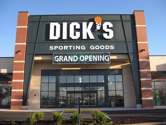 Store front of DICK'S Sporting Goods store in Heath, OH