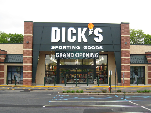 Store front of DICK'S Sporting Goods store in Union, NJ