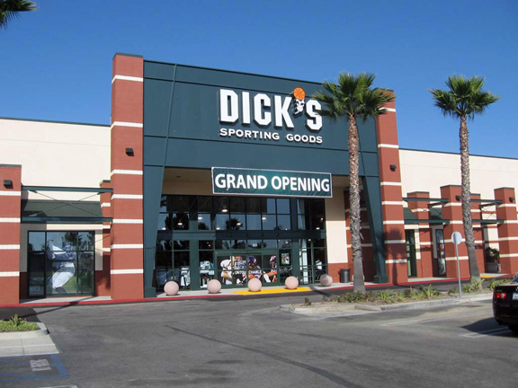Store front of DICK'S Sporting Goods store in Oxnard, CA