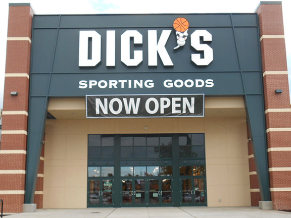 Store front of DICK'S Sporting Goods store in Federal Way, WA