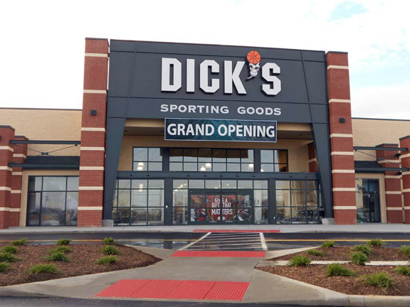 Store front of DICK'S Sporting Goods store in Dayton, OH