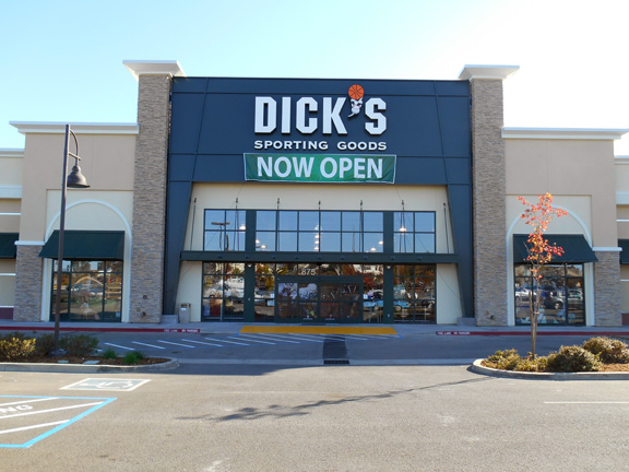 Store front of DICK'S Sporting Goods store in Redding, CA