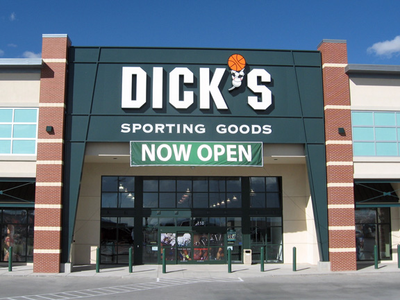 Store front of DICK'S Sporting Goods store in El Paso, TX