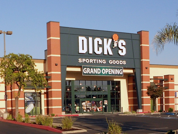 Store front of DICK'S Sporting Goods store in Visalia, CA