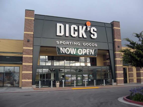 Store front of DICK'S Sporting Goods store in Dublin, CA