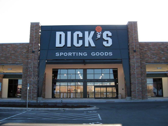 Store front of DICK'S Sporting Goods store in Wauwatosa, WI