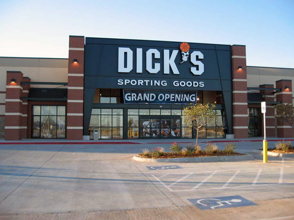 Store front of DICK'S Sporting Goods store in Moore, OK