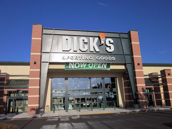 Store front of DICK'S Sporting Goods store in Fort Myers, FL