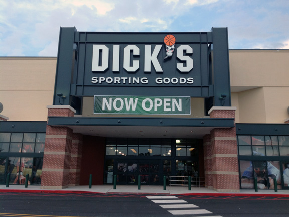 Store front of DICK'S Sporting Goods store in Gretna, LA