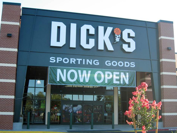 Store front of DICK'S Sporting Goods store in Chico, CA
