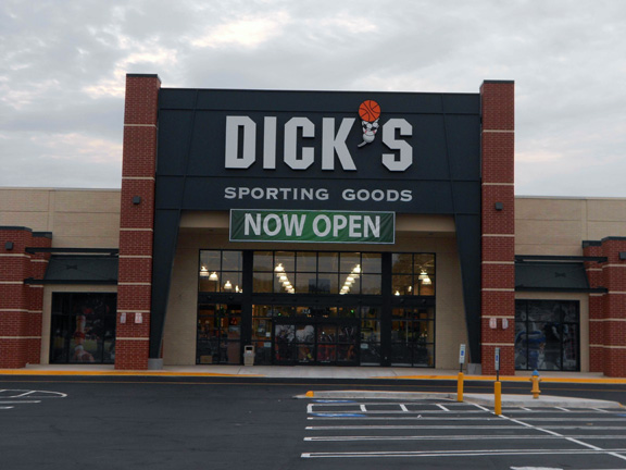 Store front of DICK'S Sporting Goods store in Colonial Heights, VA