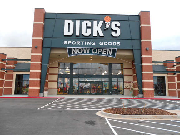 Store front of DICK'S Sporting Goods store in Bowling Green, KY