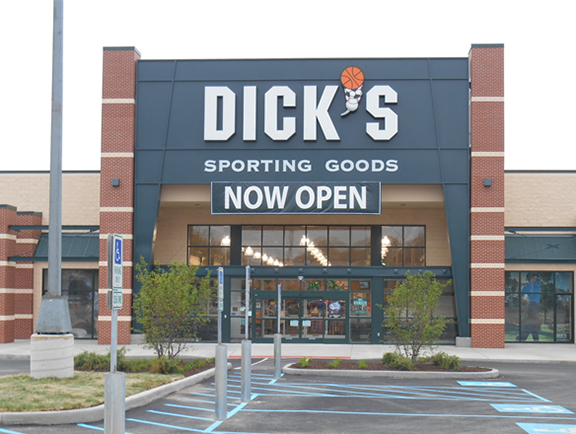 Store front of DICK'S Sporting Goods store in Mentor, OH
