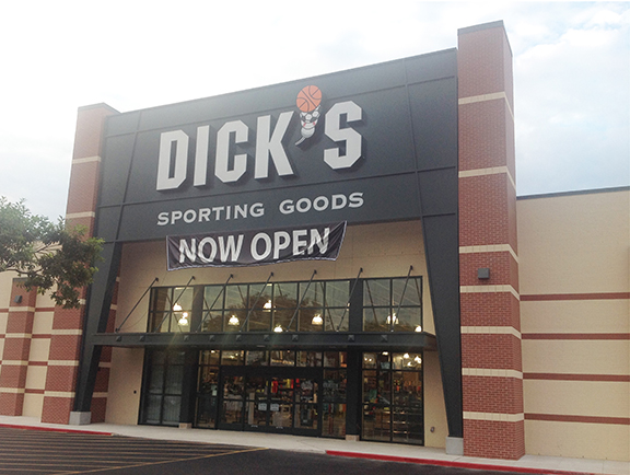 Store front of DICK'S Sporting Goods store in South San Antonio, TX