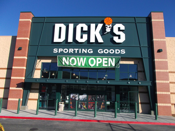 Store front of DICK'S Sporting Goods store in Prescott Valley, AZ