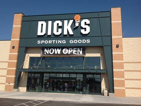 Store front of DICK'S Sporting Goods store in Garden City, KS