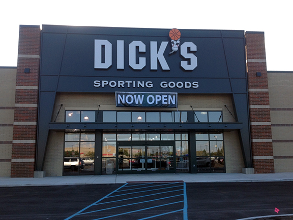 Store front of DICK'S Sporting Goods store in Livonia, MI