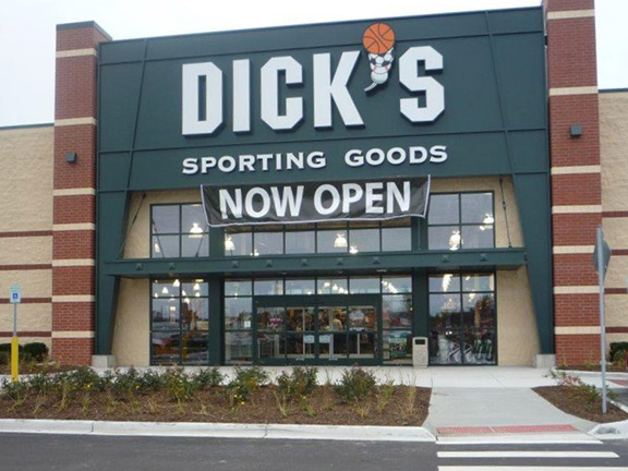 Store front of DICK'S Sporting Goods store in Roseville, MI