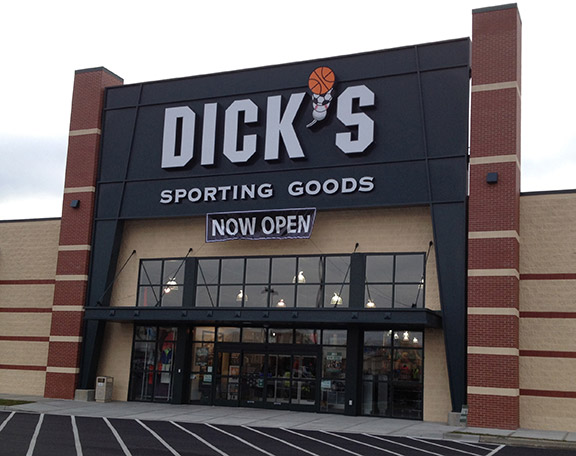 Store front of DICK'S Sporting Goods store in Richmond, KY