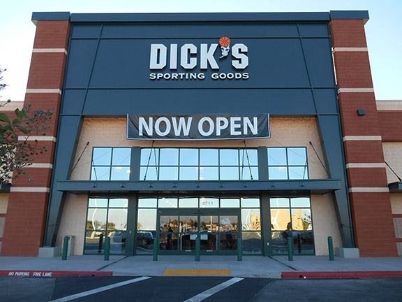Store front of DICK'S Sporting Goods store in Turlock, CA