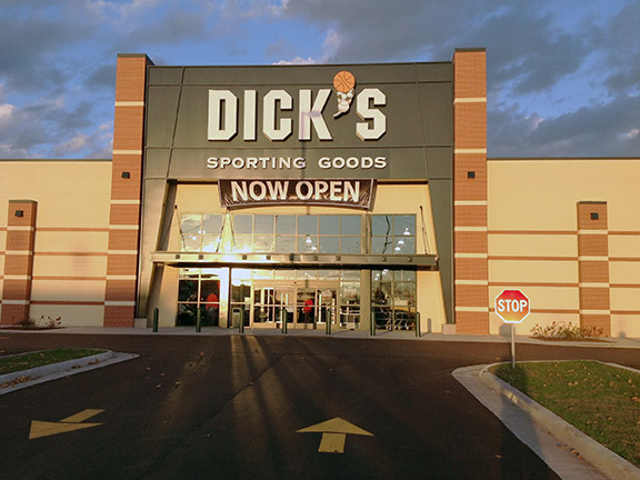 Store front of DICK'S Sporting Goods store in La Crosse, WI