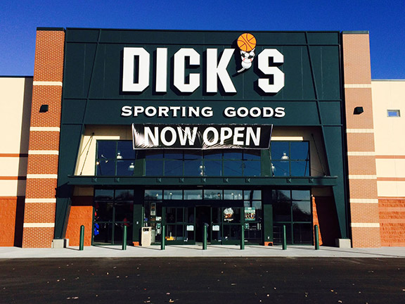 Store front of DICK'S Sporting Goods store in Holland, MI