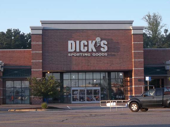 Store front of DICK'S Sporting Goods store in Aurora, OH