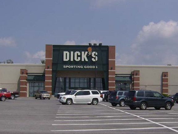 Store front of DICK'S Sporting Goods store in Roanoke, VA