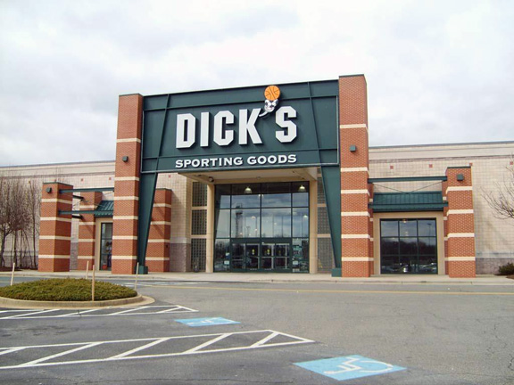 Store front of DICK'S Sporting Goods store in Waldorf, MD