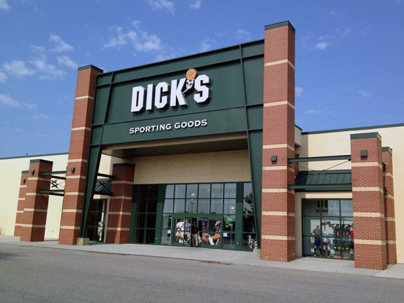 Store front of DICK'S Sporting Goods store in Virginia Beach, VA