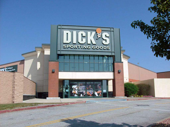 Store front of DICK'S Sporting Goods store in Middletown, NY