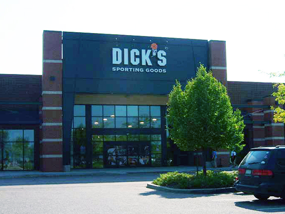 Store front of DICK'S Sporting Goods store in Williston, VT