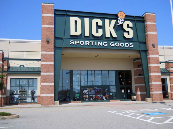 Store front of DICK'S Sporting Goods store in Waterford, CT