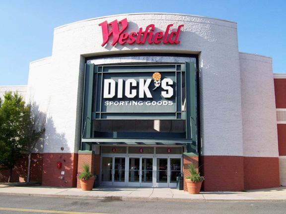 Store front of DICK'S Sporting Goods store in Meriden, CT