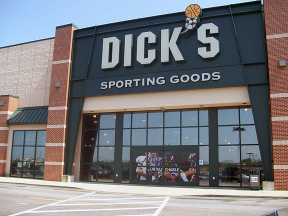 Store front of DICK'S Sporting Goods store in Niles, OH