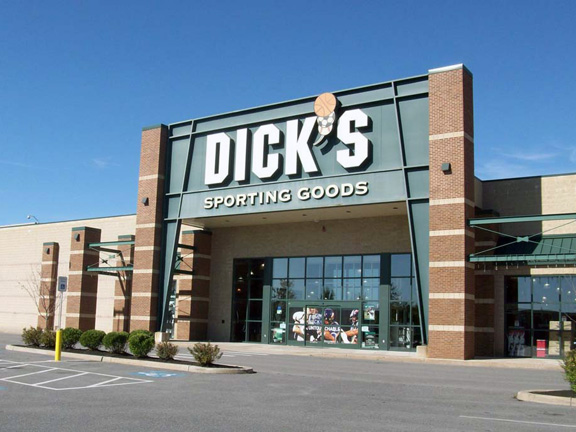 Store front of DICK'S Sporting Goods store in Leominster, MA