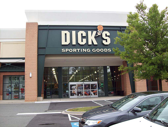 Store front of DICK'S Sporting Goods store in Matthews, NC