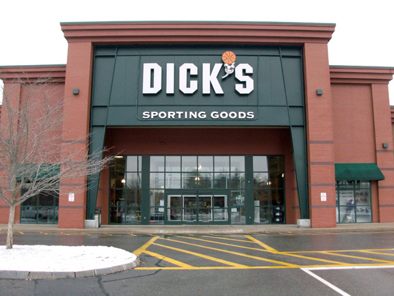 Store front of DICK'S Sporting Goods store in Keene, NH