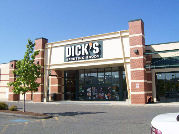 Store front of DICK'S Sporting Goods store in Pittsfield, MA