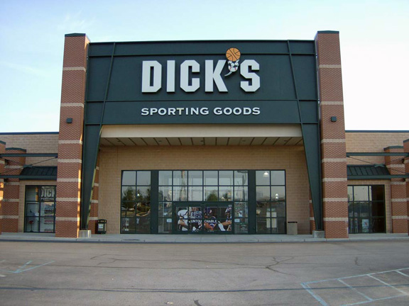 Store front of DICK'S Sporting Goods store in Fort Wayne, IN
