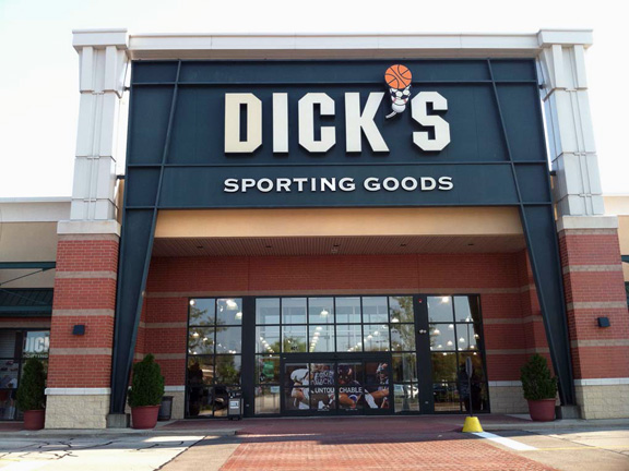 Store front of DICK'S Sporting Goods store in Arlington Heights, IL