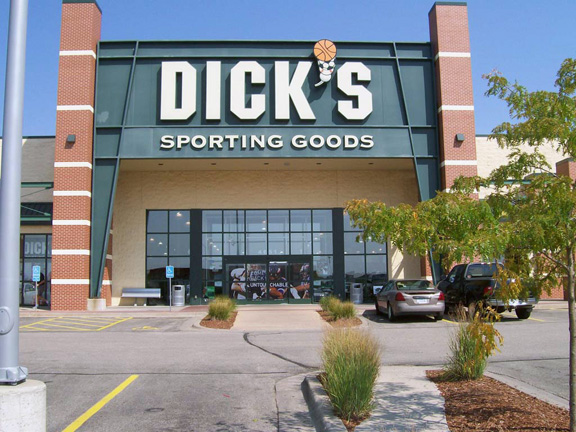 Store front of DICK'S Sporting Goods store in Cedar Rapids, IA