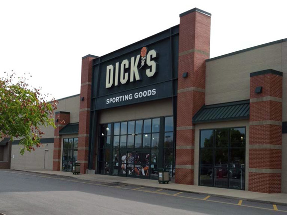Store front of DICK'S Sporting Goods store in Franklin, TN