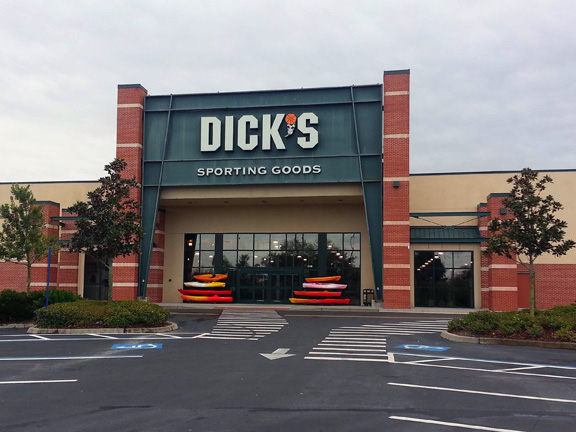 Store front of DICK'S Sporting Goods store in Tampa, FL