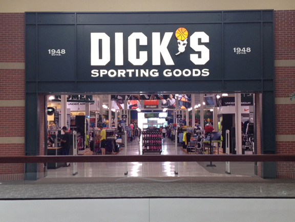 Store front of DICK'S Sporting Goods store in Littleton, CO