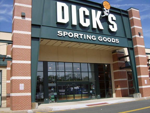 Store front of DICK'S Sporting Goods store in Newington, CT