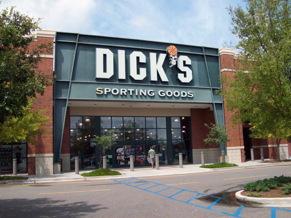 Store front of DICK'S Sporting Goods store in Summerville, SC